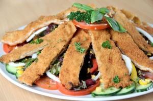 SV Süd Salat mit Schnitzelstreifen und Knobi